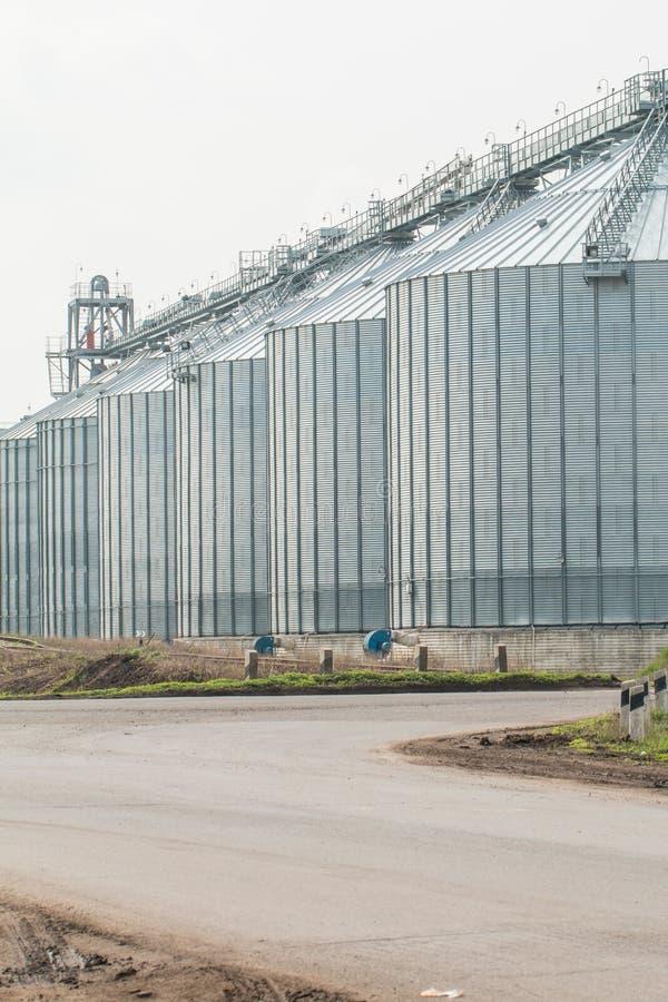 Download Silosy Dla Rolniczych Towarów Obraz Stock - Obraz złożonej z rolnictwo, biznes: 53781237