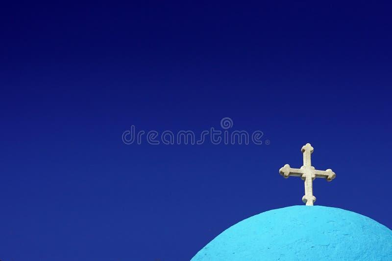 silouette kopuła kościół w Grecja z niebieskim niebem zdjęcie royalty free