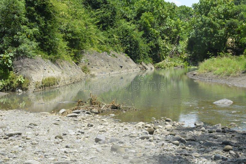 Silted del av den Ruparan floden på barangay Ruparan, Digos stad, Davao del Sur, Filippinerna arkivbild