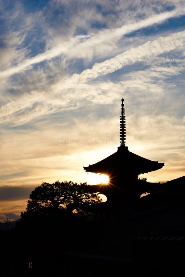 Siluate fotografia pagoda w Kyoto zdjęcia royalty free