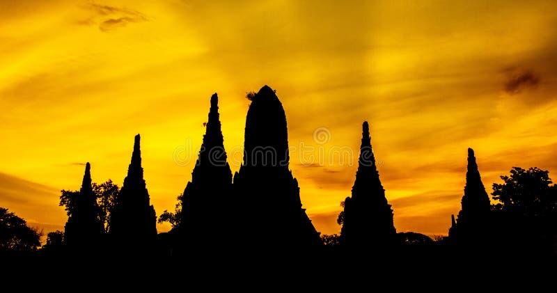 Siluate von Chaiwatthanaram-Tempel stockfotos