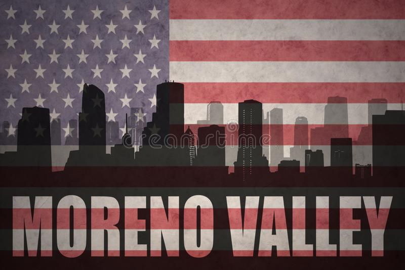 Silueta abstracta de la ciudad con el texto Moreno Valley en la bandera americana del vintage imágenes de archivo libres de regalías