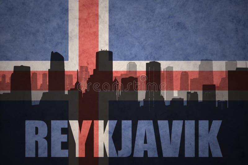 Silueta abstracta de la ciudad con el texto Reykjavik en la bandera del islandés del vintage libre illustration