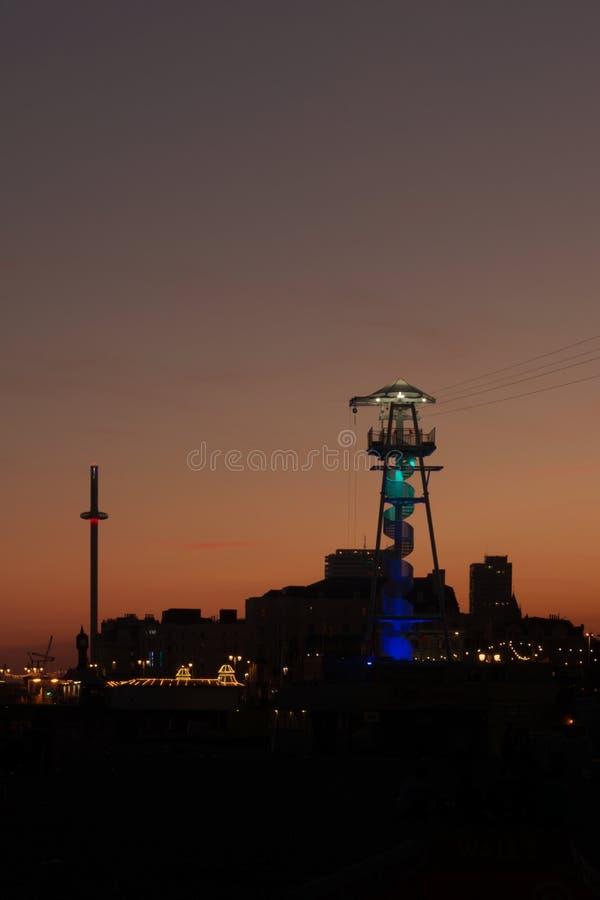Silueta de Brighton/UK sobre la hora azul foto de archivo libre de regalías