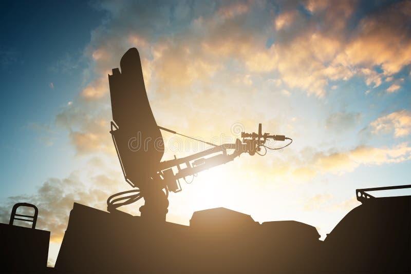 Silueta de la antena de antena parabólica en el top TV Van imagen de archivo libre de regalías