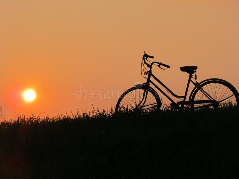 Silueta de la bicicleta fotos de archivo