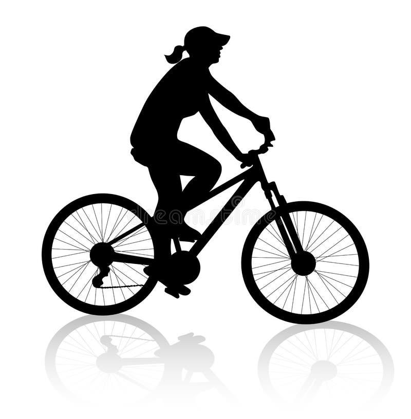 Silueta de la mujer del ciclista foto de archivo