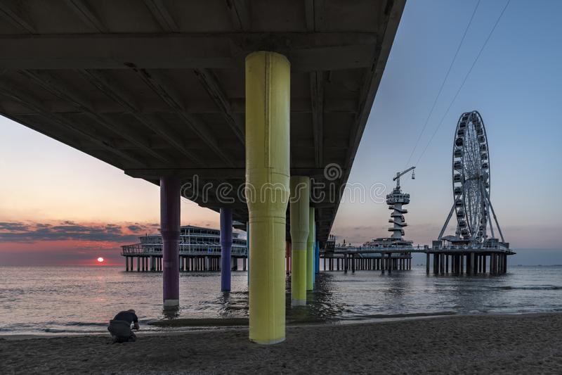 Silueta de la puesta del sol de Scheveningen foto de archivo