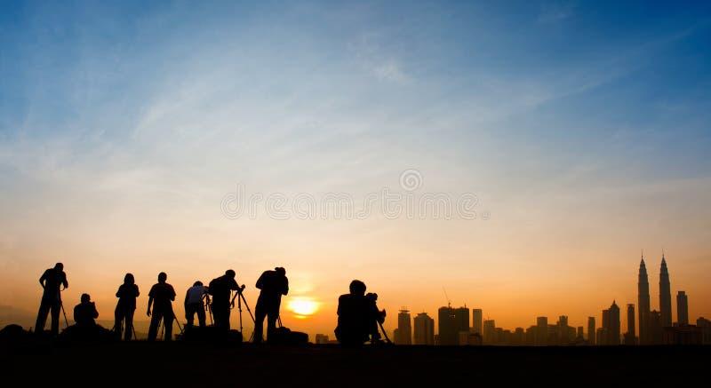 Silueta de los fotógrafos imagenes de archivo