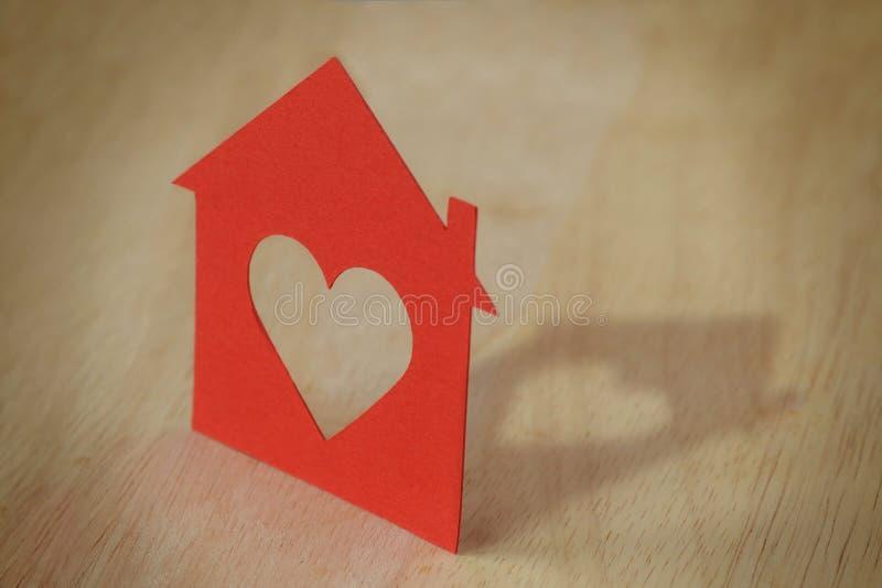 Silueta de papel de la casa fotos de archivo libres de regalías