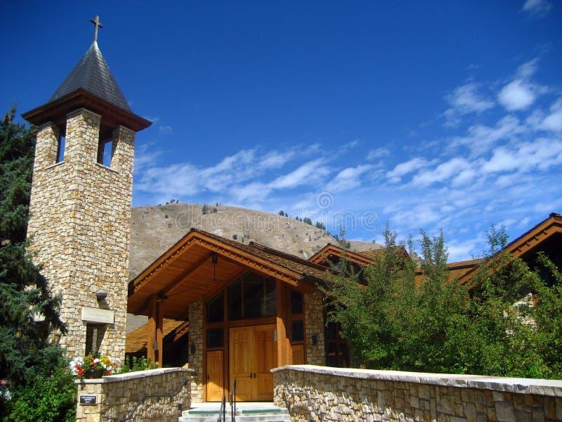 Silueta de piedra y de madera de la iglesia imagen de archivo libre de regalías