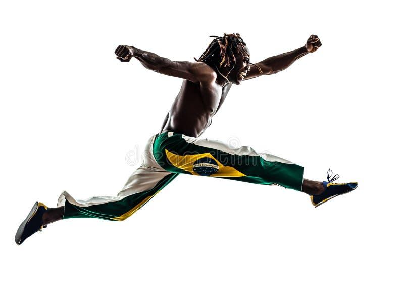 Silueta de salto de funcionamiento brasileña del hombre negro fotografía de archivo