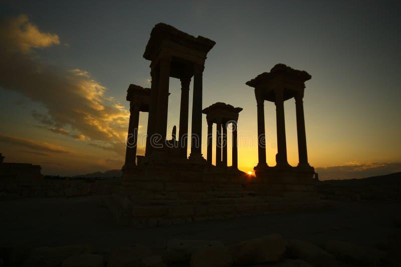 Silueta de Tetrapylons en la puesta del sol imagen de archivo libre de regalías