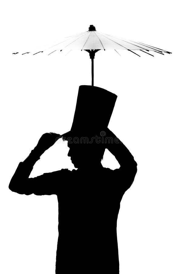Silueta de un hombre en un sombrero con un paraguas. ilustración del vector
