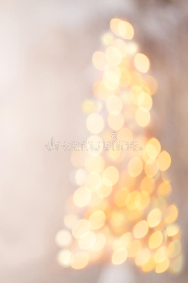 Silueta Defocused del árbol de navidad con las luces borrosas imagen de archivo libre de regalías
