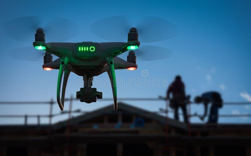 Silueta del abejón sin tripulación del sistema de aviones UAV Quadcopter imagen de archivo