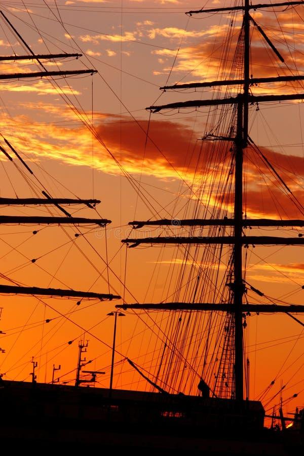Silueta del barco imagen de archivo libre de regalías