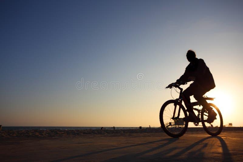 Silueta del Bicyclist imágenes de archivo libres de regalías