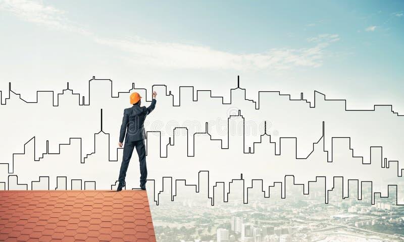 Silueta del drenaje del arquitecto del hombre de la ciudad moderna en el cielo azul mezclado libre illustration