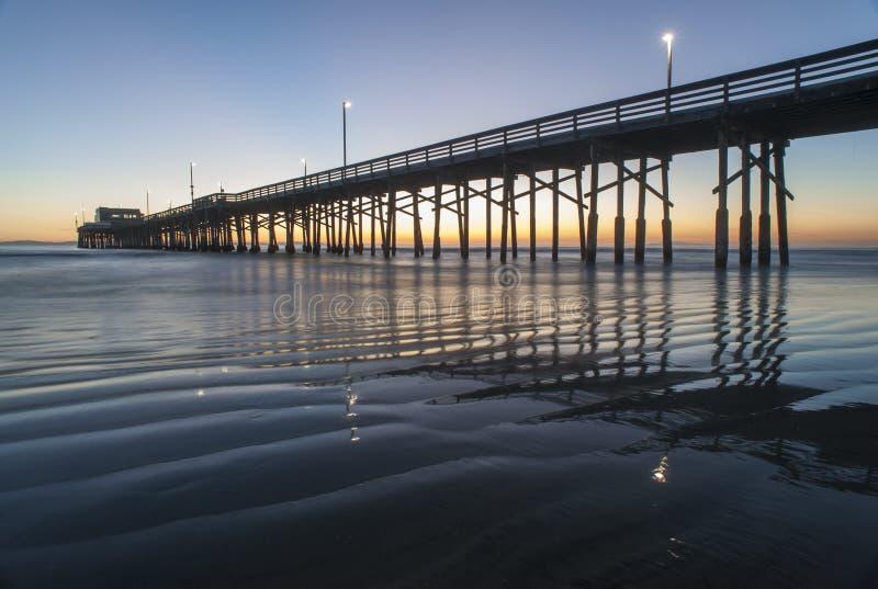 Silueta del embarcadero de la playa de Newport fotografía de archivo libre de regalías