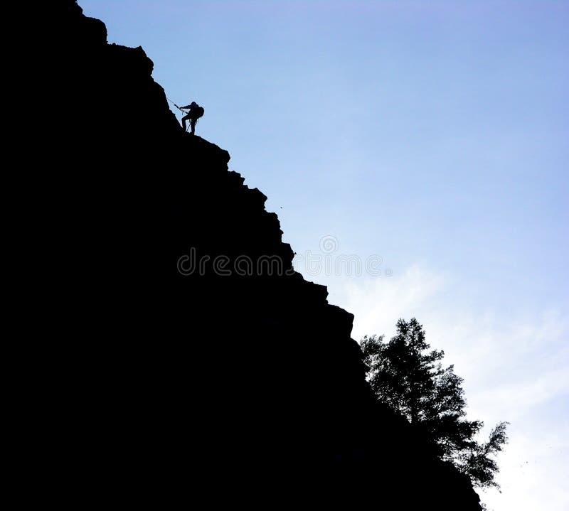 Silueta del escalador de la roca fotos de archivo libres de regalías