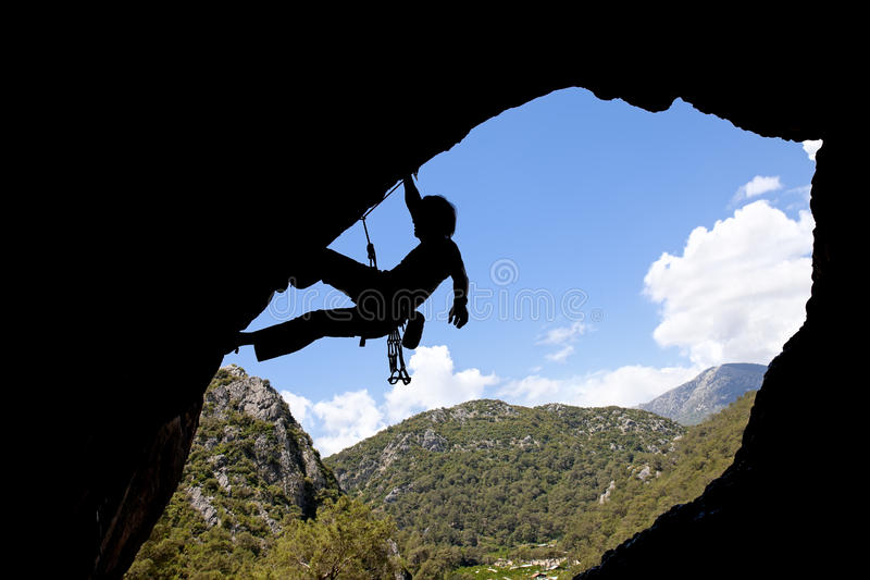 Silueta del escalador de roca fotografía de archivo