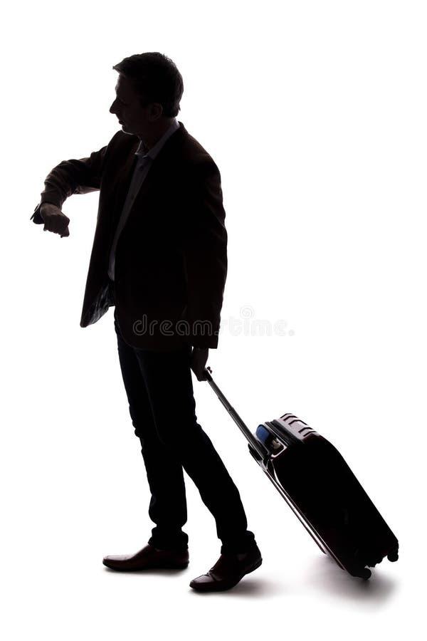 Silueta del hombre de negocios que viaja Upset en el vuelo retrasado o cancelado foto de archivo libre de regalías