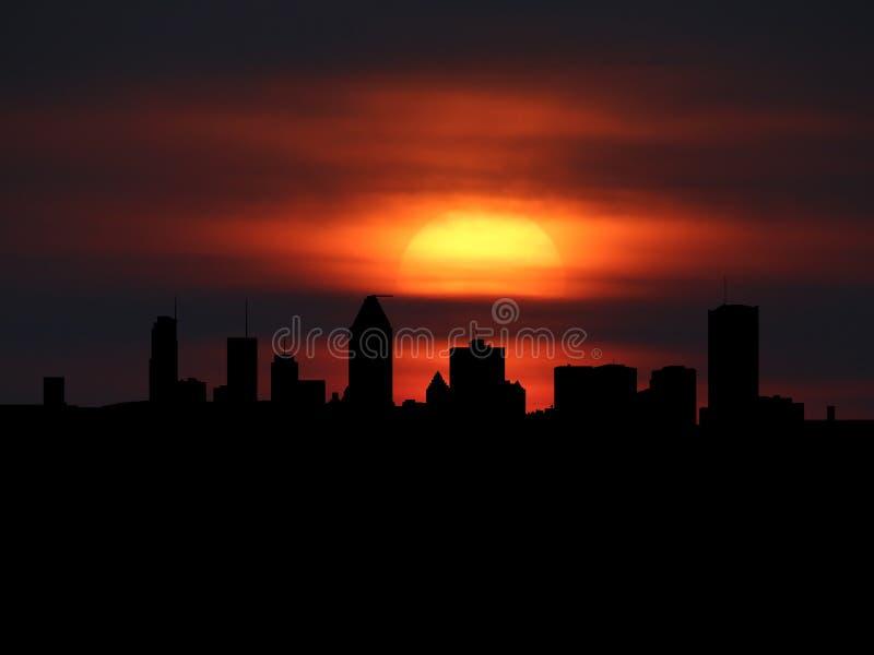 Silueta del horizonte de Montreal con el ejemplo de la puesta del sol stock de ilustración