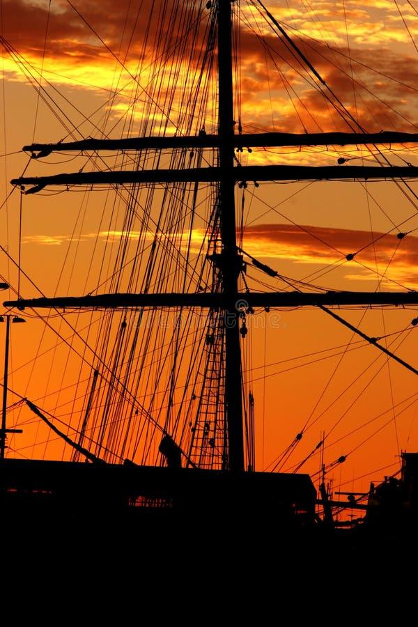 Silueta del puerto fotografía de archivo