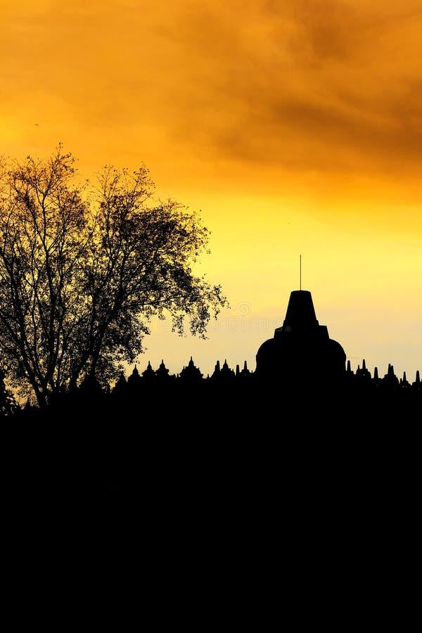 Silueta del templo de Borobudur fotos de archivo