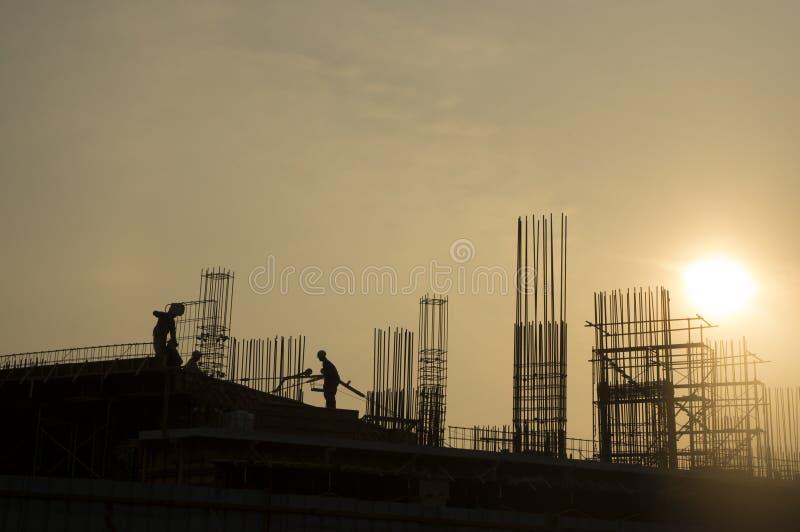 Silueta del trabajador de construcción foto de archivo libre de regalías