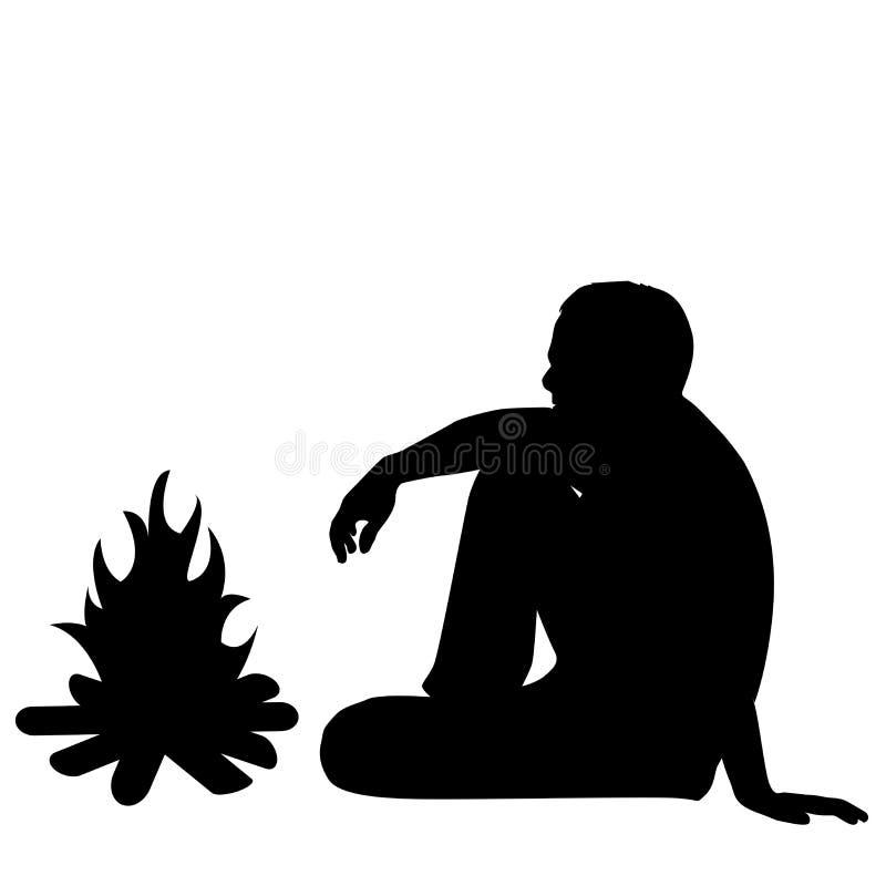 Silueta del turista masculino que se sienta cerca del fuego ilustración del vector
