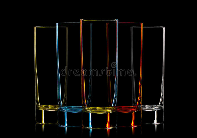 Silueta del vidrio de cóctel multicolor en negro foto de archivo libre de regalías