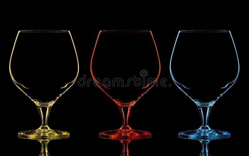 Silueta del vidrio del whisky del color en negro foto de archivo