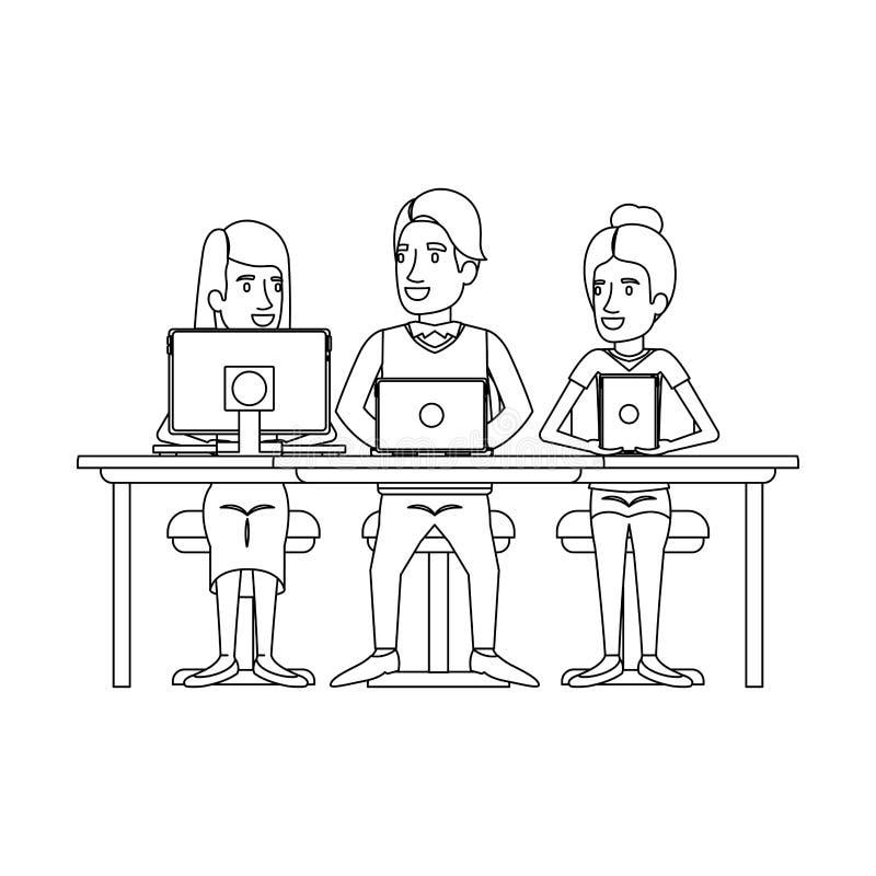 Silueta monocromática del trabajo en equipo que se sienta en escritorio con los dispositivos de la tecnología ilustración del vector