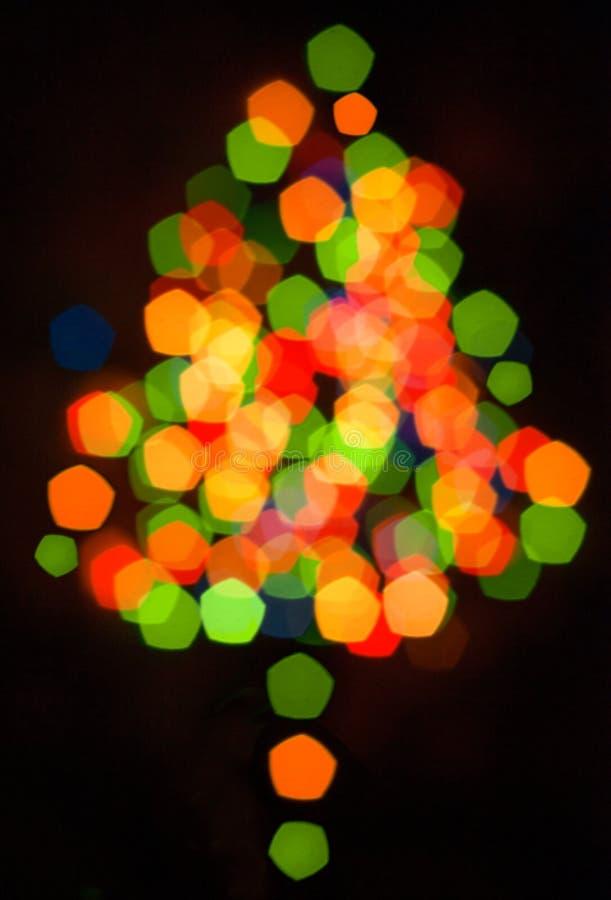 Silueta multicolora Defocused del árbol de navidad foto de archivo