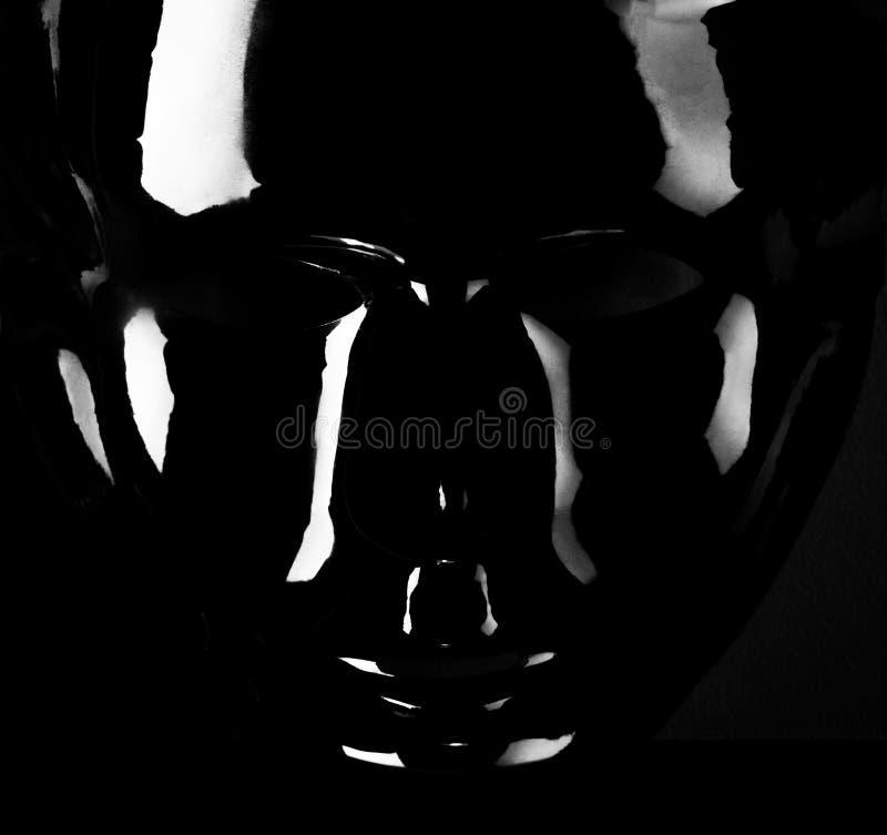Silueta negra brillante de la máscara en fondo negro fotos de archivo libres de regalías