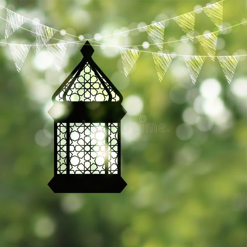 Silueta negra colgante de la lámpara árabe, de la linterna con la cadena de luces del bokeh y de banderas de golpe ligero Vector  ilustración del vector