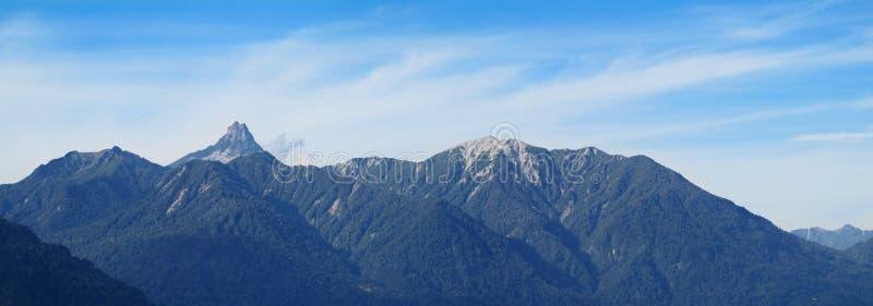 Silueta volcánica de la montaña imágenes de archivo libres de regalías