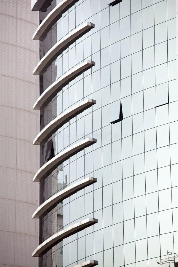 Siluetas de cristal modernas en el edificio moderno fotografía de archivo