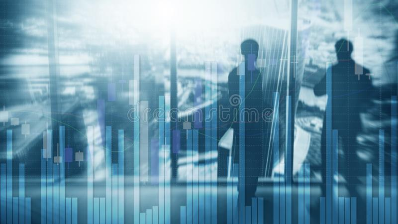 Siluetas de hombres de negocios Gr?fico del mercado de acci?n y carta de la palmatoria de la barra imágenes de archivo libres de regalías