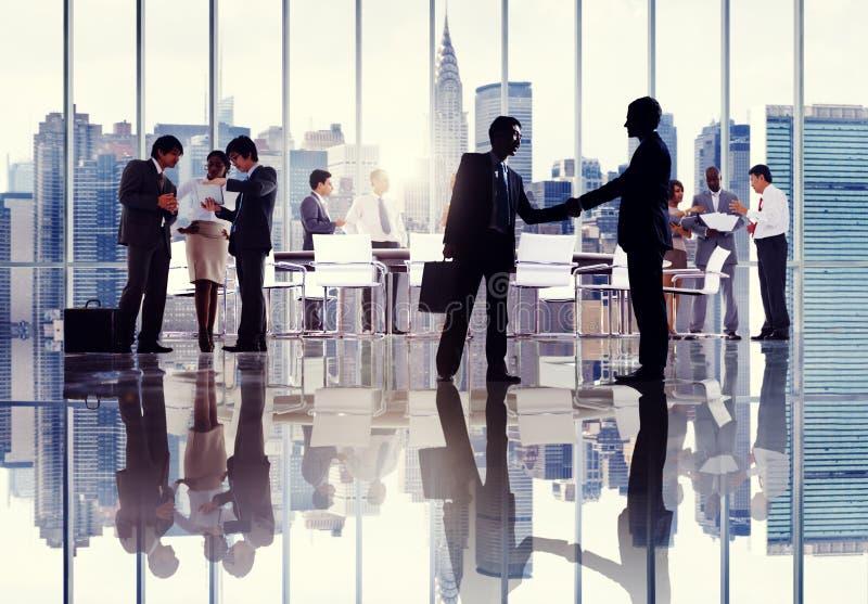 Siluetas De Los Hombres De Negocios Que Trabajan En Un
