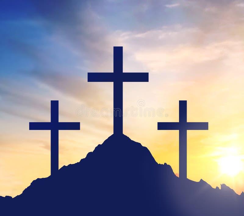 Siluetas de tres cruces en la colina del calvary stock de ilustración