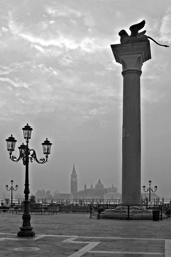 Siluetas de Venecia, San cuadrado Marco, Italia fotografía de archivo