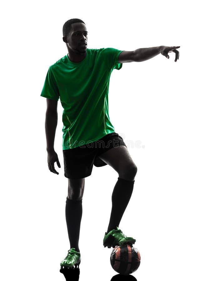 Siluetta africana di calcio di punizione del calciatore dell'uomo fotografia stock libera da diritti