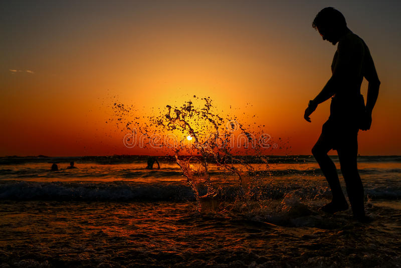Siluetta al tramonto fotografia stock libera da diritti
