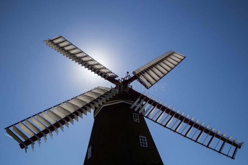 Siluetta danese storica del mulino a vento fotografie stock libere da diritti