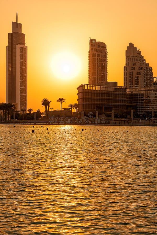 Siluetta degli edifici del Dubai fotografie stock