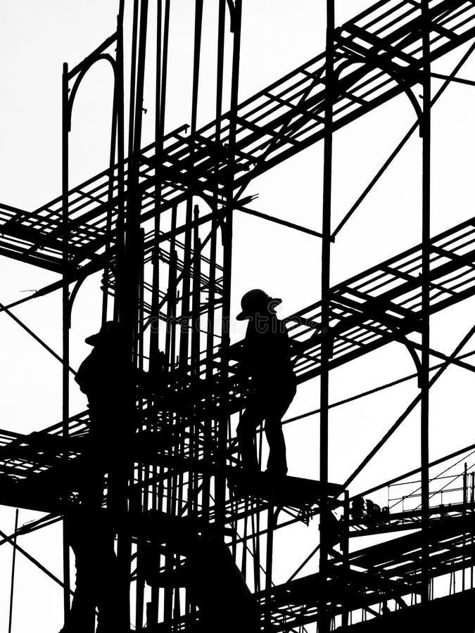 Siluetta degli operai di costruzione fotografia stock