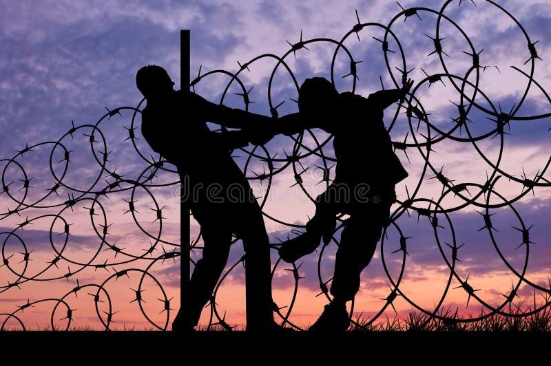 Siluetta dei rifugiati e del filo spinato fotografia stock libera da diritti